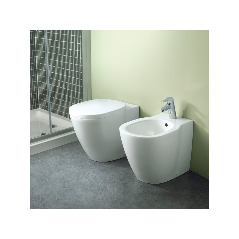 Sanitari Filo Muro Ideal Standard.Vaso E Bidet Connect Ideal Standard Filo Parete Con Coprivaso