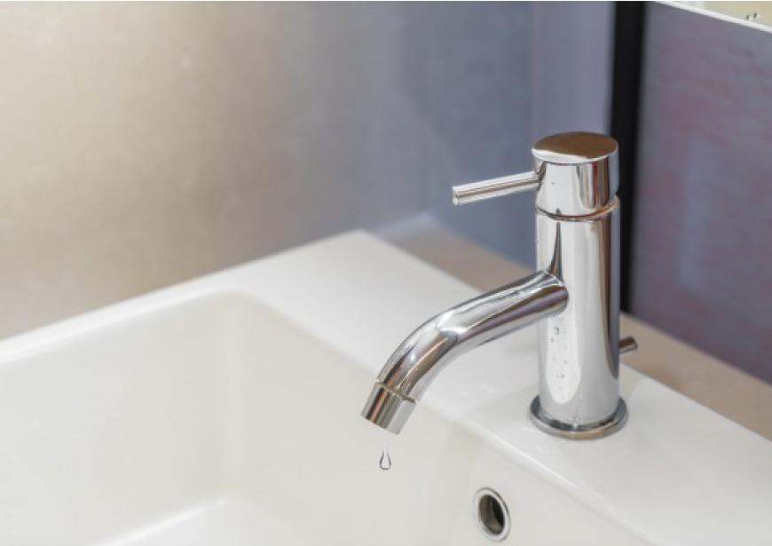 Riparazione Vasca Da Bagno Vetroresina : Come riparare il tuo rubinetto che gocciola in 5 semplici passi.